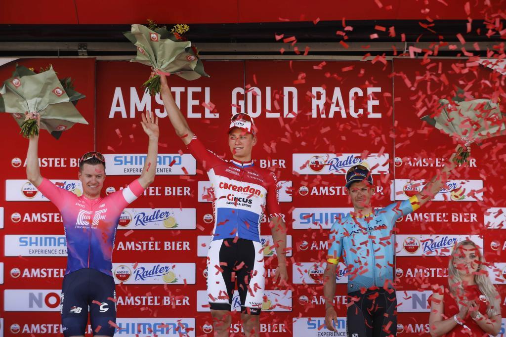71986374. Vilt (Netherlands), 21/04/2019.- Dutch cyclist Mathieu <HIT>van</HIT><HIT>der</HIT><HIT>Poel</HIT> (C) has won the 54th edition of the Amstel Gold Race in Vilt, the Netherlands, 21 April 2019. Australian Simon Clarke (L) became second and Danish Jakob Fuglsang (R) became third. (Ciclismo, Países Bajos; Holanda) EFE/EPA/BAS CZERWINSKI