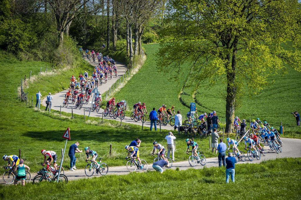 71986374. Maastricht (Netherlands), 21/04/2019.- The pack in action during the <HIT>Amstel</HIT> Gold Cycling Race for Women in Valkenburg, Netherlands, 21 April 2019. (Ciclismo, Países Bajos; Holanda) EFE/EPA/MARCEL VAN HOORN