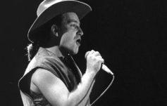 Bono (U2) tocando en Dublín