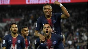 Mbappé celebra uno de sus goles al Mónaco