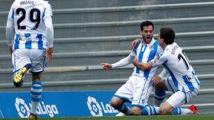 Juanmi celebra con Oyarzabal su tanto al Eibar, a los 12 segundos de...