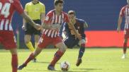 Rodrigo controla el balón ante el Eibar.