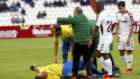 Cala es atendido por los médicos ante el Albacete.