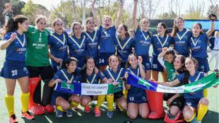 Las jugadoras del Club de Campo celebran el título