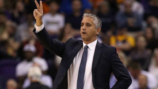 Igor Kokoskov dirigiendo a los Phoenix Suns