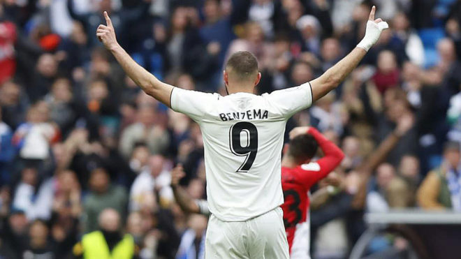 Benzema celebra un gol ante el Athletic.
