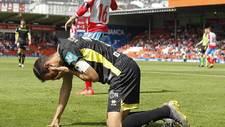 El capitán Víctor Díaz se duele de un golpe en el partido de Lugo