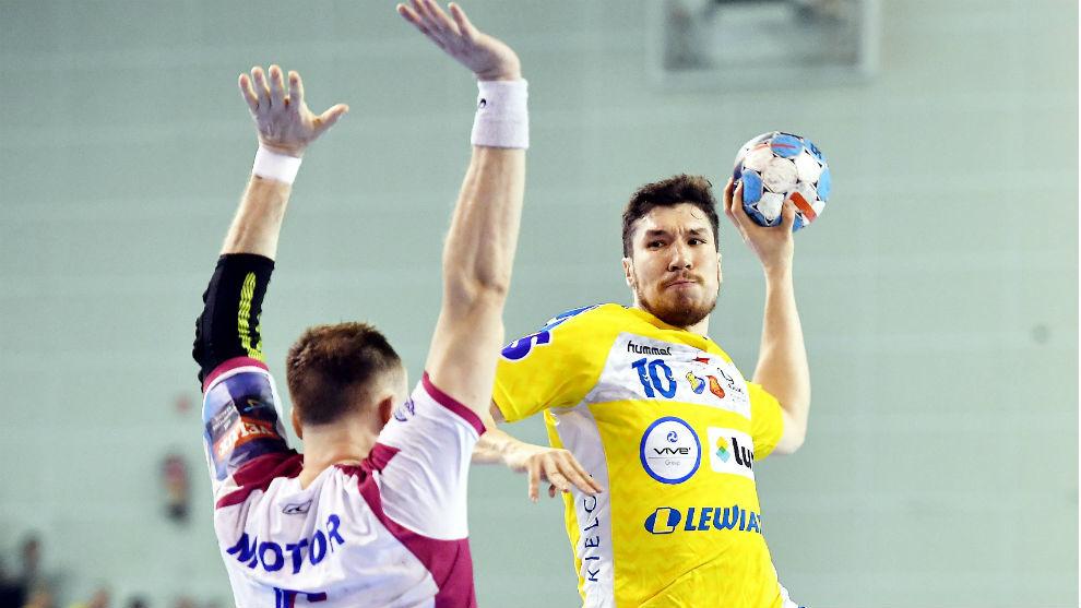 Alex Dujshebaev, durante la eliminatoria de octavos entre el Kielce y...