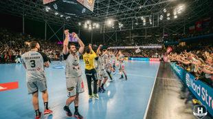 Los jugadores del Nantes celebrando su calificación para los cuartos...