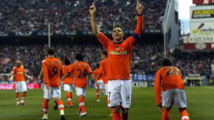 Joaquín celebra un gol en el Vicente Calderón.q