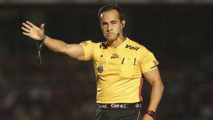 Rojas durante un partido del fútbol mexicano.