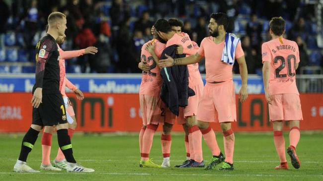 Los jugadores del Barça celebran la victoria de ayer.