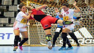 Paula García, a la derecha, en un partido de la selección española.