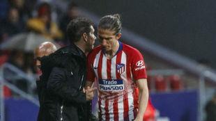 Filipe Luis tras ser sustituido por Correa ante el Valencia.