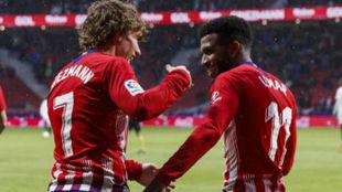 Lemar y Griezmann celebran el gol del 7.