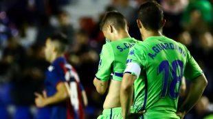 Canales, con Guardado a su espalda en el Ciudad de Valencia.