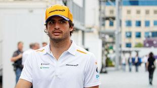 Carlos Sainz, en el 'paddock' del circuito de Bakú.
