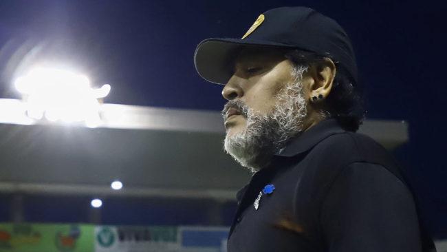 Diego camina en el Estadio Banorte.