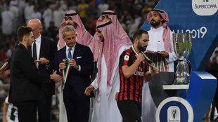 Higuaín, en la entrega de trofeos de la pasada Suercopa italiana...