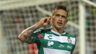Brian Lozano festeja su gol en la Concachampions