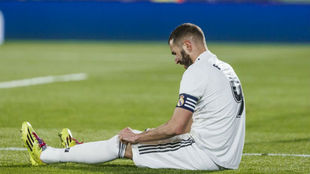 Benzema, en el suelo tras una ocasión perdida en Getafe.