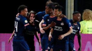 Jugadores del PSV festejan un gol ante el Willem II.