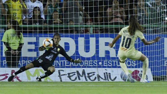 Espinosa anotó el penalti