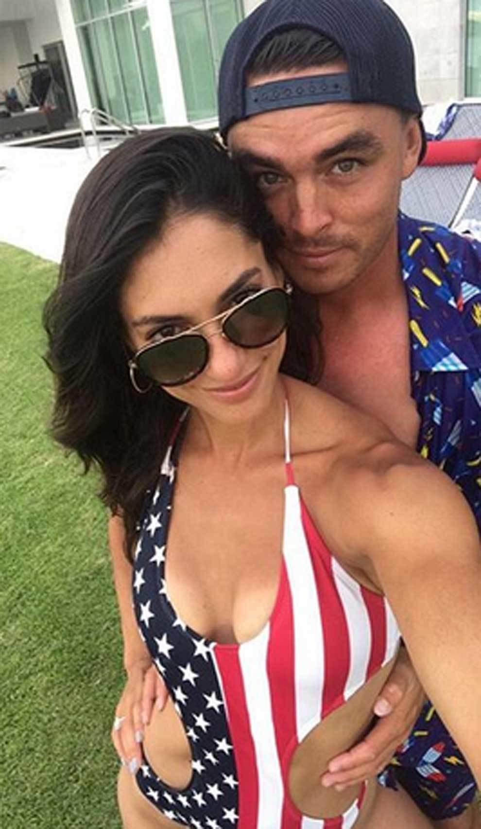 El golfista Rickie Fowler y su prometida Allison Stokke