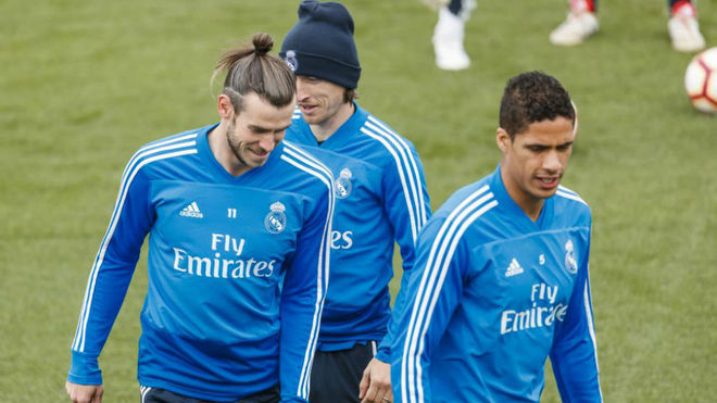 Bale, Modric and Varane, in a workout.