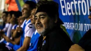 Maradona, en el banquillo dirigiendo a Dorados