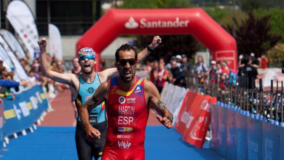 Emilio Martín cruza la meta como subcampeón del mundo.