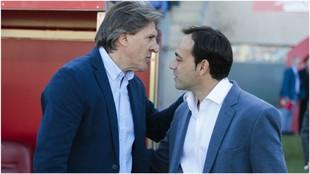 El debutante Sergio Egea saluda a Fran Fernández antes del partido