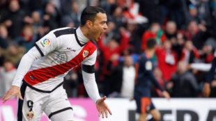Raúl de Tomás, celebrando un gol ante el Valencia.