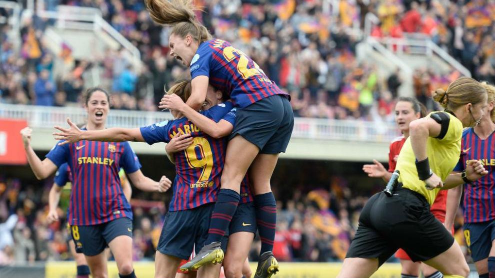 Las jugadoras del Barcelona celebran el gol de Mariona.