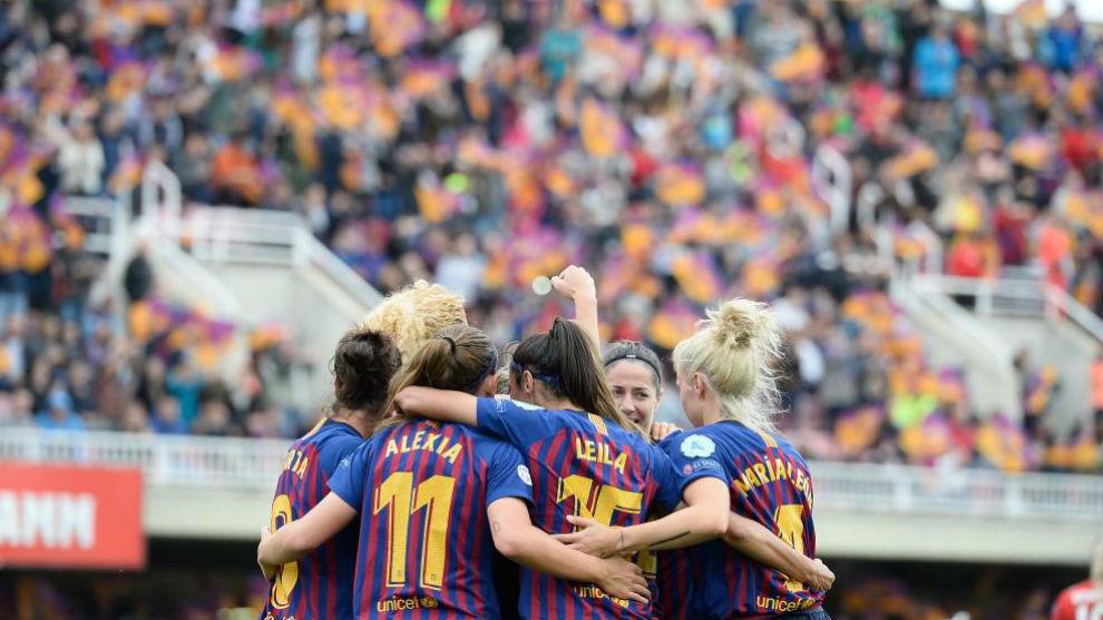 Las jugadoras del Barcelona celebran un gol en el Mini Estadi.