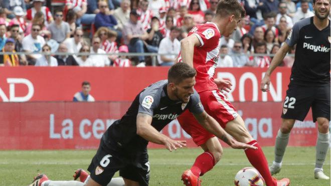 Carriço cae en una jugada en el área del Girona.