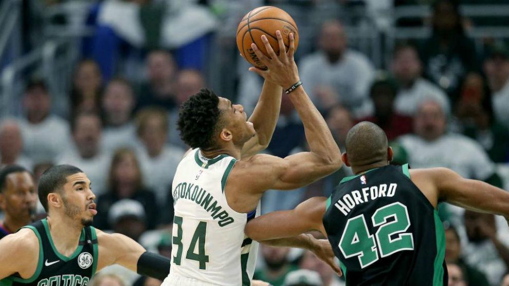 Celtics y Warriors inician con el pie derecho