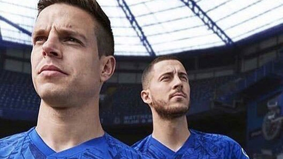 new concept 33faa c3b88 Hazard models Chelsea's new kit for next season | MARCA in ...