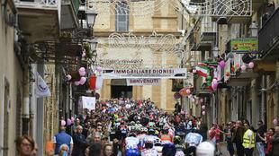 El pelotón del Giro de Italia 101 durante la sexta etapa.