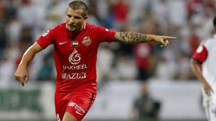 Emiliano Vecchio se consagró campeón con el Al-Ahli de los Emiratos...