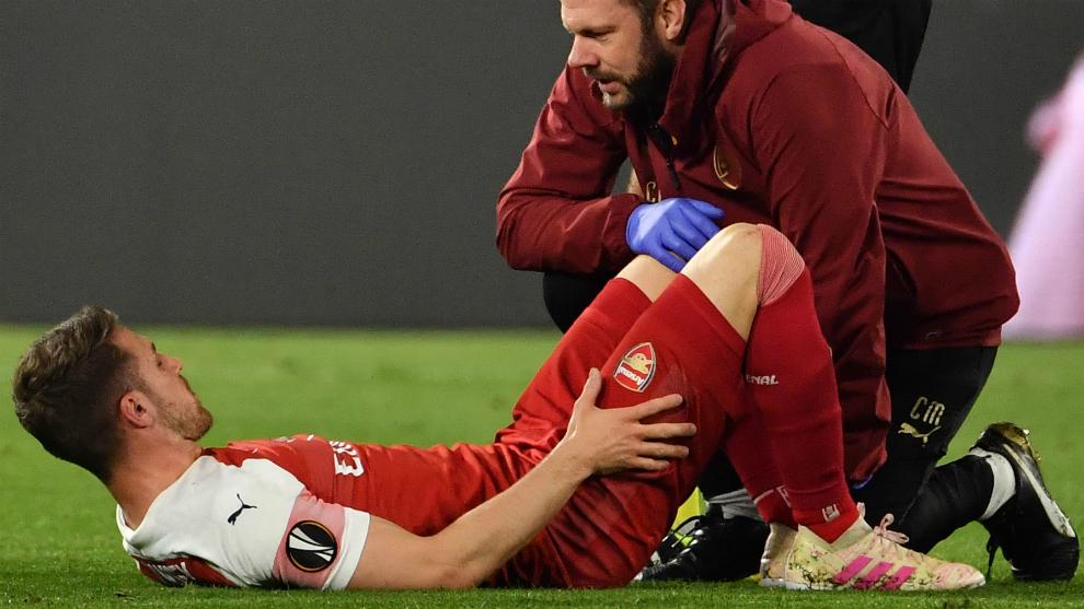 Ramsey se duele en el suelo tras caer lesionado ante el Nápoles