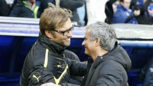 Mourinho saluda a Klopp antes de un Real Madrid-Borussia.