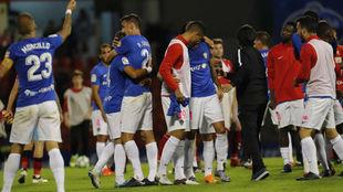 Los jugadores del Almería celebran la permanencia en el Anxo Carro la...