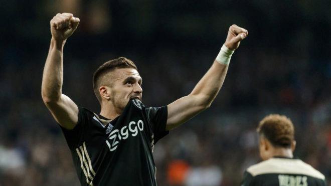 Tadic, celebrando su gol en el Bernabéu.