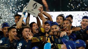 Boca celebra su primer título de la Supercopa.