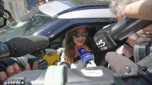 Sara Carbonero, a la salida del hospital donde se encuentra Casillas /