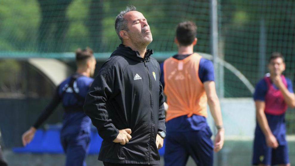 Álvaro Cervera, en un entrenamiento con el Cádiz.