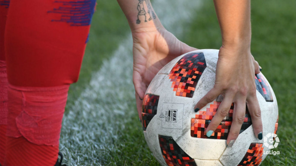 Imagen del balón oficial de la Liga Iberdrola.