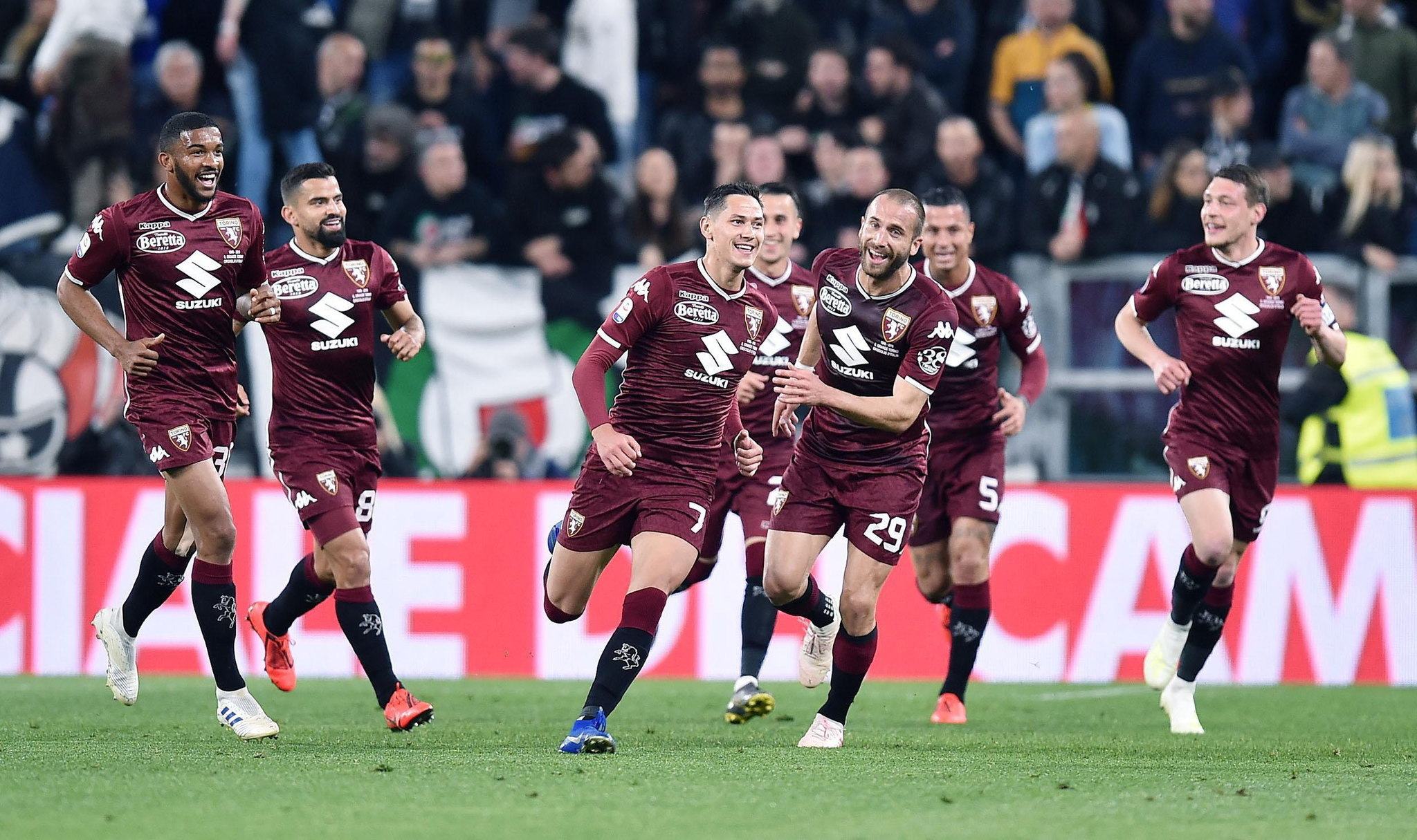 Turin (Italy), 03/05/2019.- <HIT>Torinos</HIT> Sasa Lukic jubilates with teammates after scoring the opening goal during the Italian Serie A soccer match Juventus FC vs <HIT>Torino</HIT> FC at the Allianz Stadium in Turin, Italy, 03 May 2019. (Abierto, Italia) EFE/EPA/ALESSANDRO DI MARCO