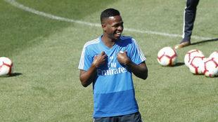 Vinícius, riendo durante el entrenamiento.